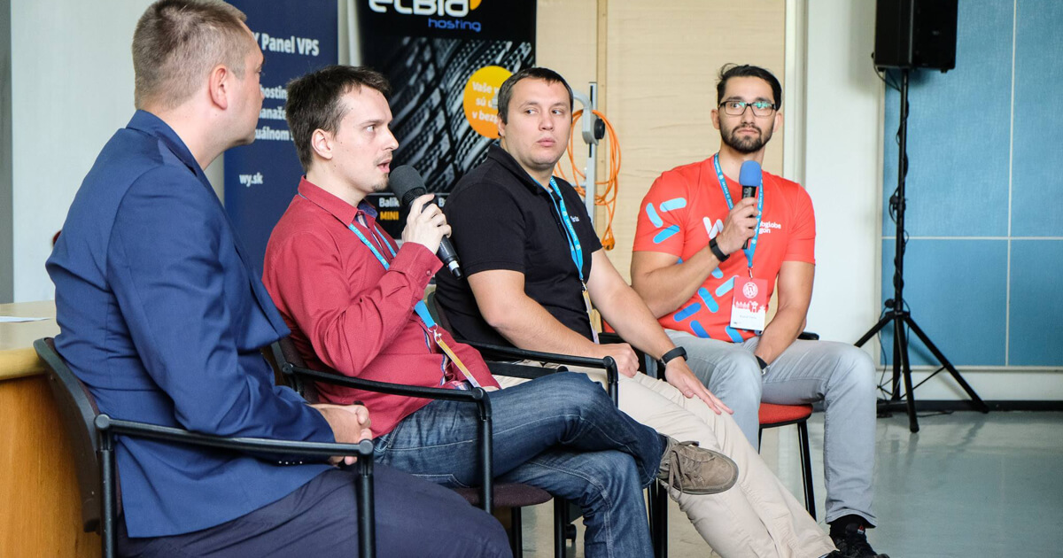 Ivan Potančok, Peter Nemčok a Tomáš Kocifaj, panelová diskusia WordCamp Bratislava 2017