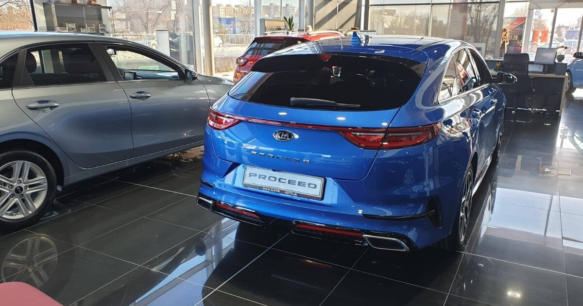 KIA PROCEED, blue flame